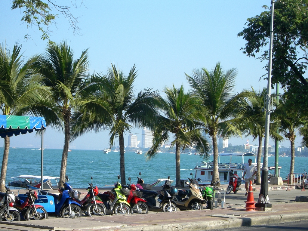 Pattaya_Beach_Road.jpg